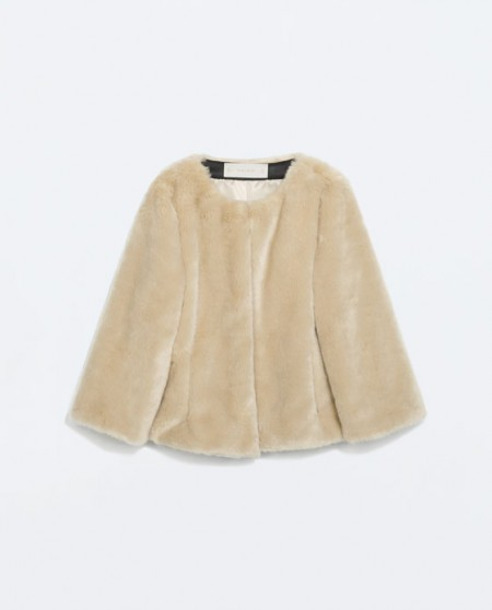 Κοντό μπουφάν με συνθετική γούνα Zara (69,95€)